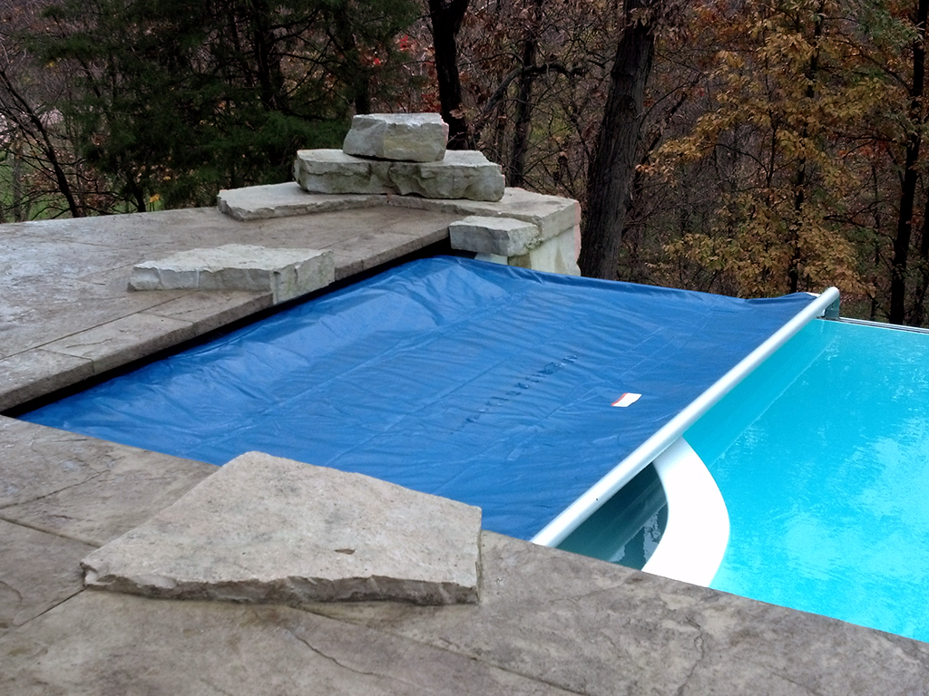 A vanishing-edge pool (also known as an infinity edge pool) can have an  automatic pool cover installed with a